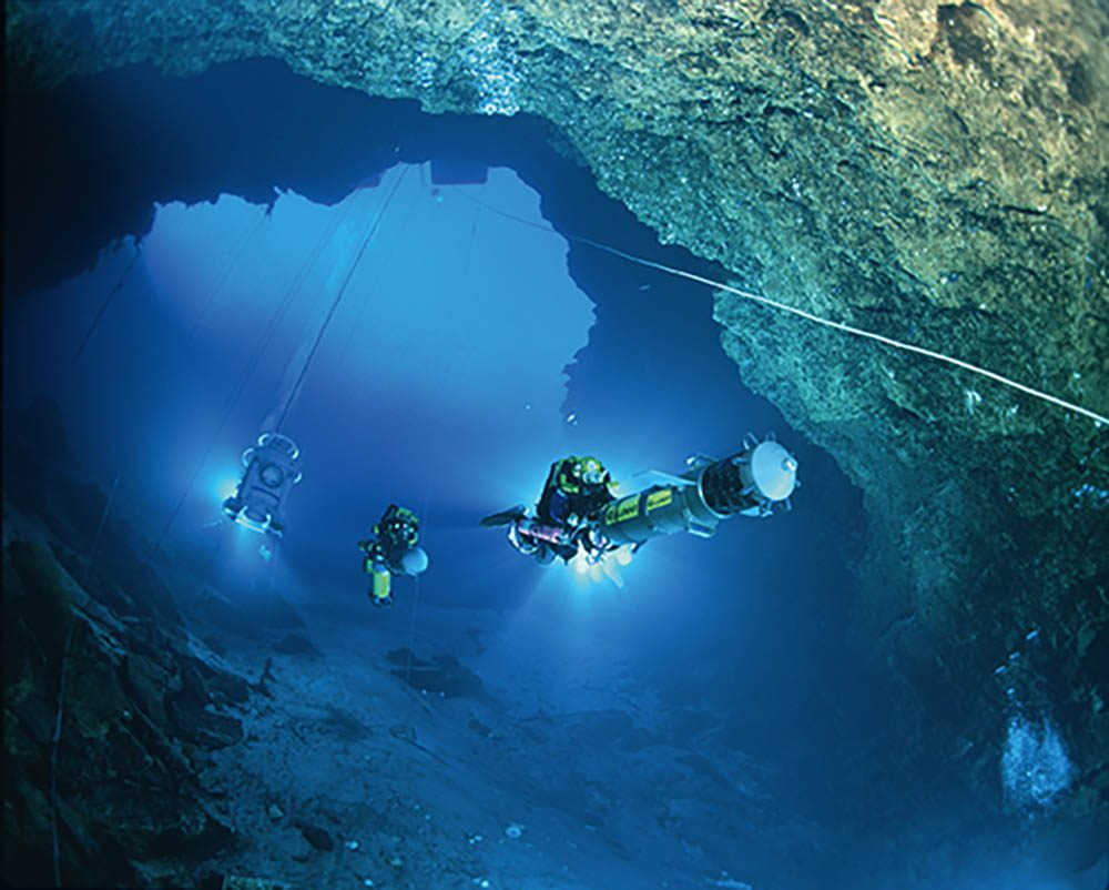 Jill Heinerth flies Bill Stone's Digital Cave Mapper into the Wakulla Springs cave system in Florida during Stone's Wakulla 2 expedition of 1997.