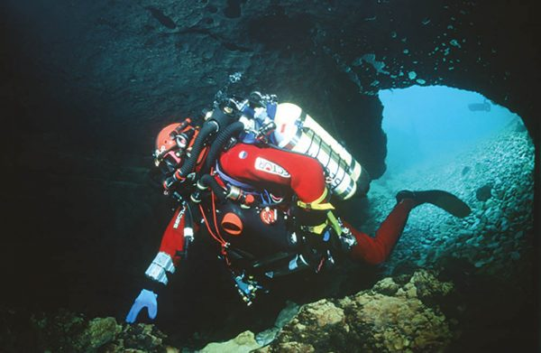 Cave-diver Olivier Isler enters Doux de Coly in France in 1998 with his fully redundant RI 2000 semi-enclosed unit.