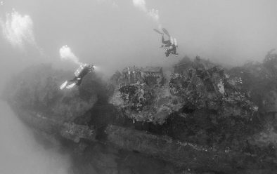 Divers on the Oite destroyer.